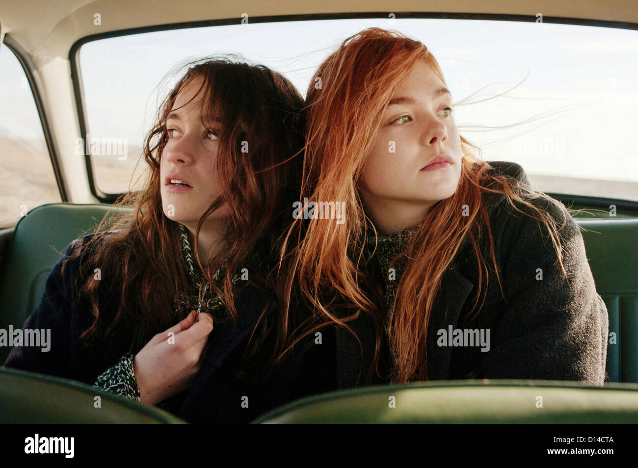 GINGER & ROSA (2012) CHRISTINA HENDRICKS, ELLE FANNING, SALLY POTTER (DIR) 002 MOVIESTORE COLLECTION LTD - Stock Image