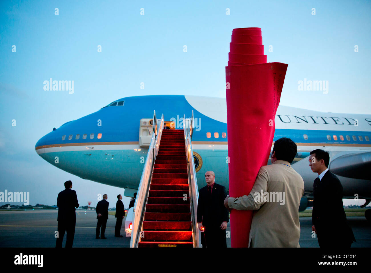 The red carpet is prepared as US President Barack Obama arrives aboard Air Force One at Phnom Penh International - Stock Image