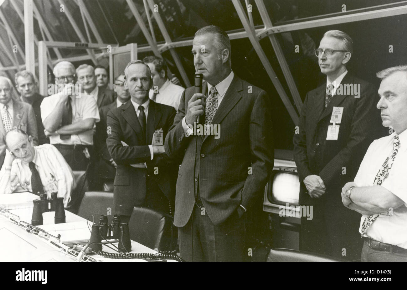 Vice President Spiro T. Agnew congratulates launch team personnel, in firing room #1 of launch control minutes after - Stock Image