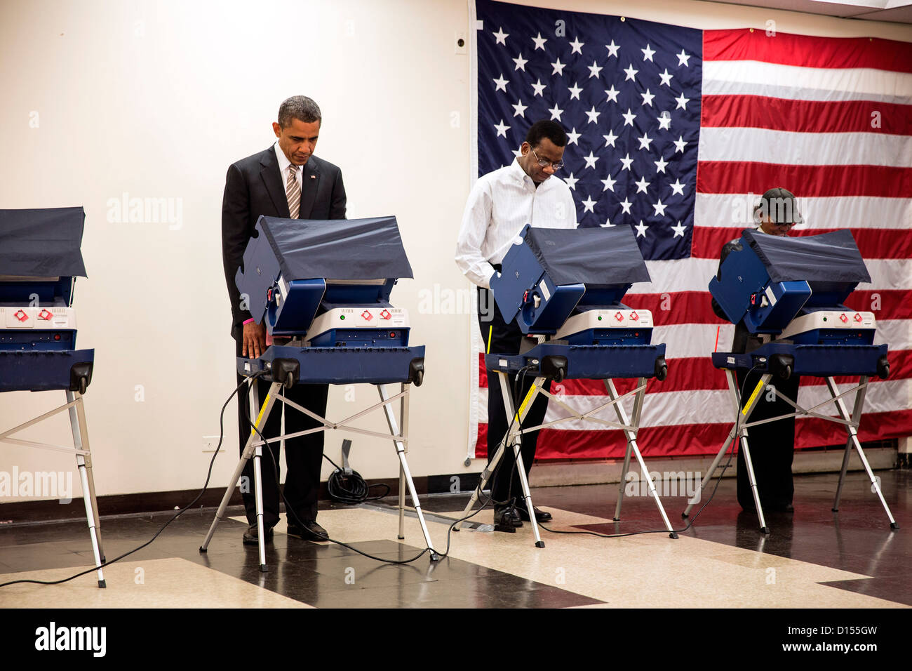 US President Barack Obama casts his ballot during early voting at the Martin Luther King Jr. Community Center October - Stock Image