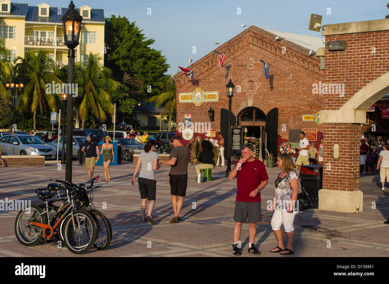 USA, Florida, Key West. Visitors in Mallory Square. - Stock Image