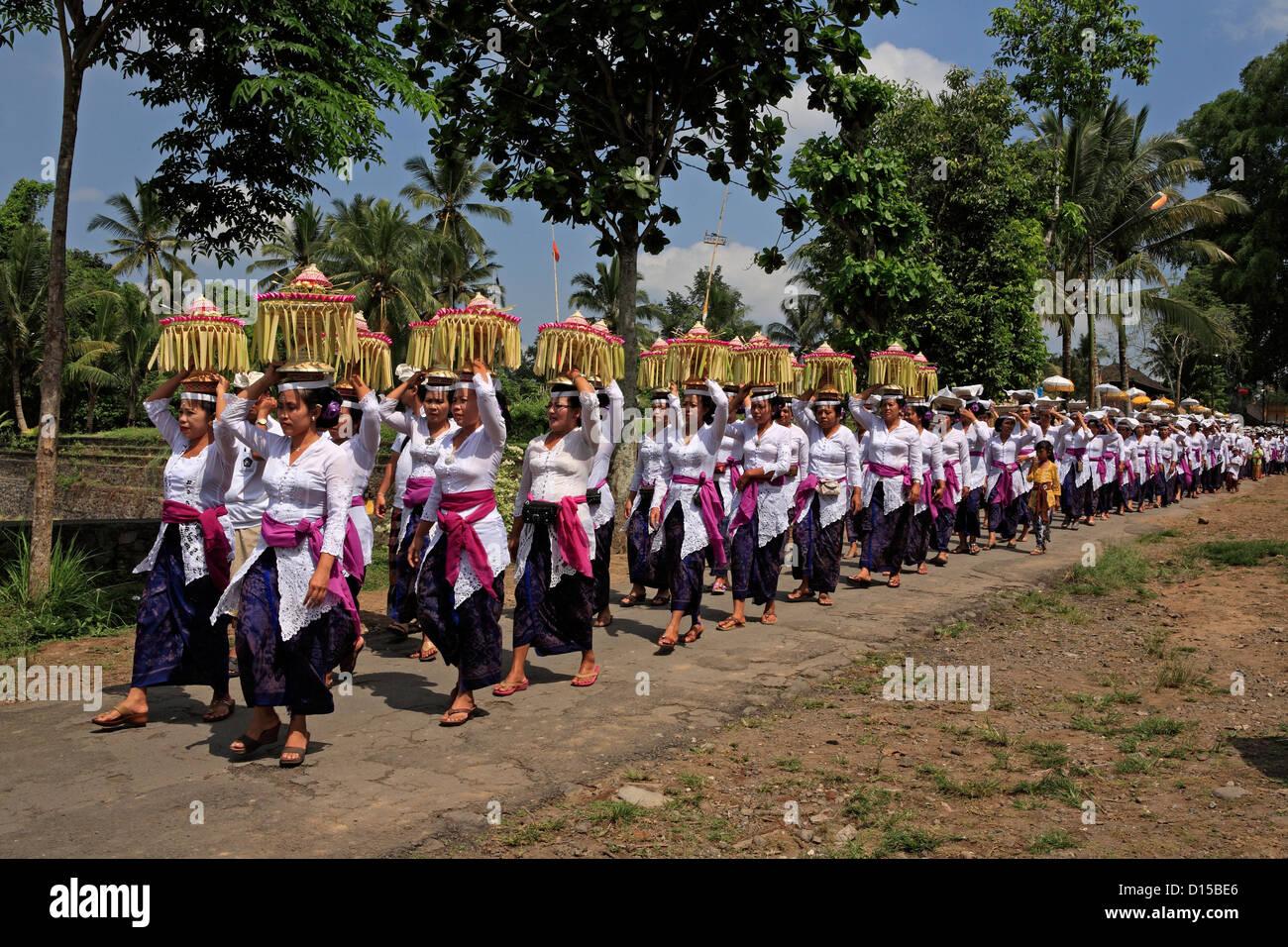 A Hindu temple procession, Pura Dalem Tengaling Temple, near Ubud. Bali, Indonesia - Stock Image