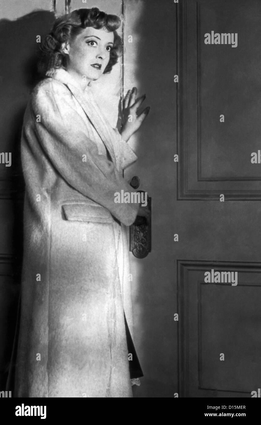 IN THIS OUR LIFE (1942) BETTE DAVIS, JOHN HUSTON (DIR) IOLF 002 MOVIESTORE COLLECTION LTD - Stock Image