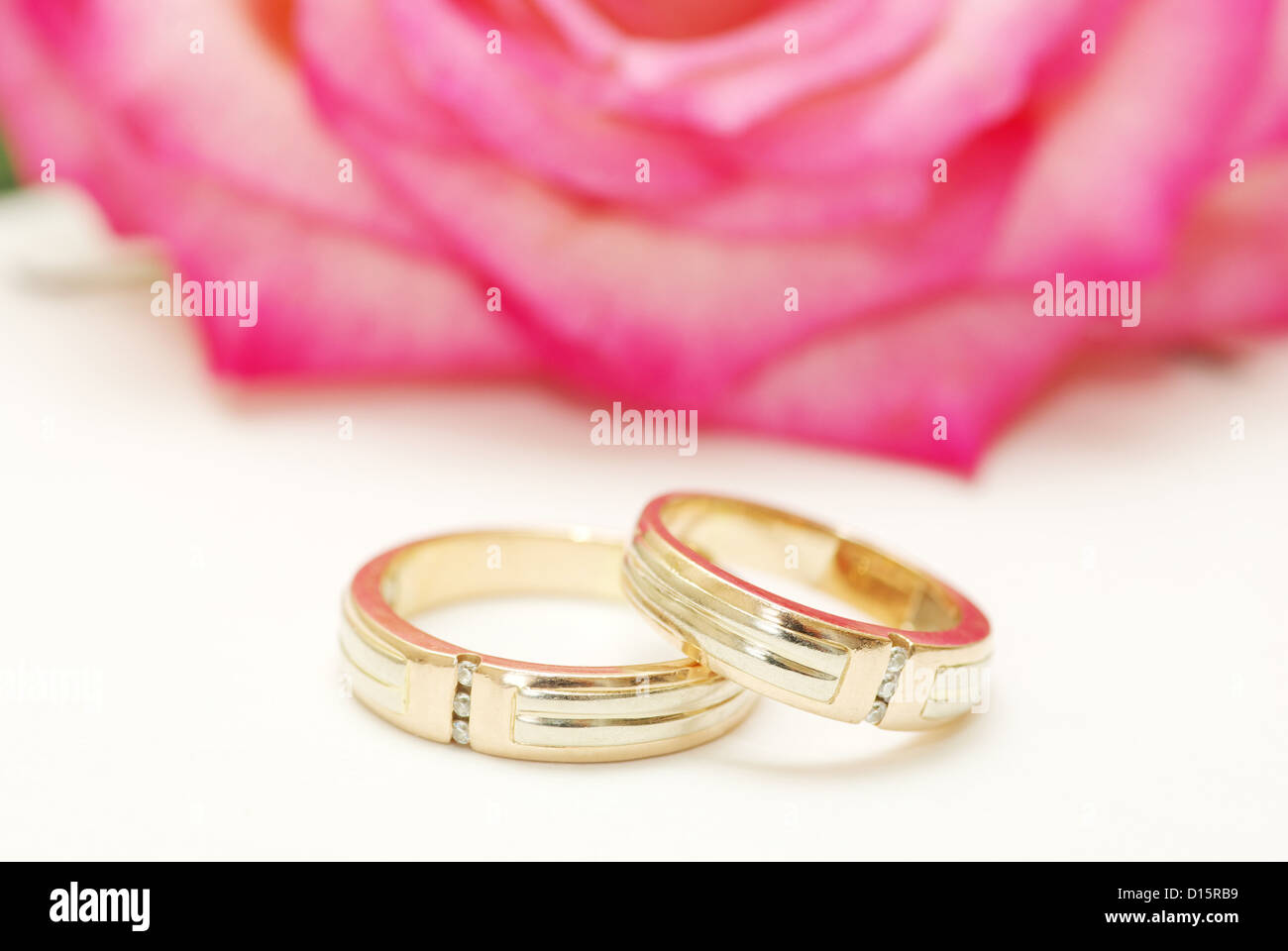 Wedding Rings Rose Petals Stock Photos & Wedding Rings Rose Petals ...