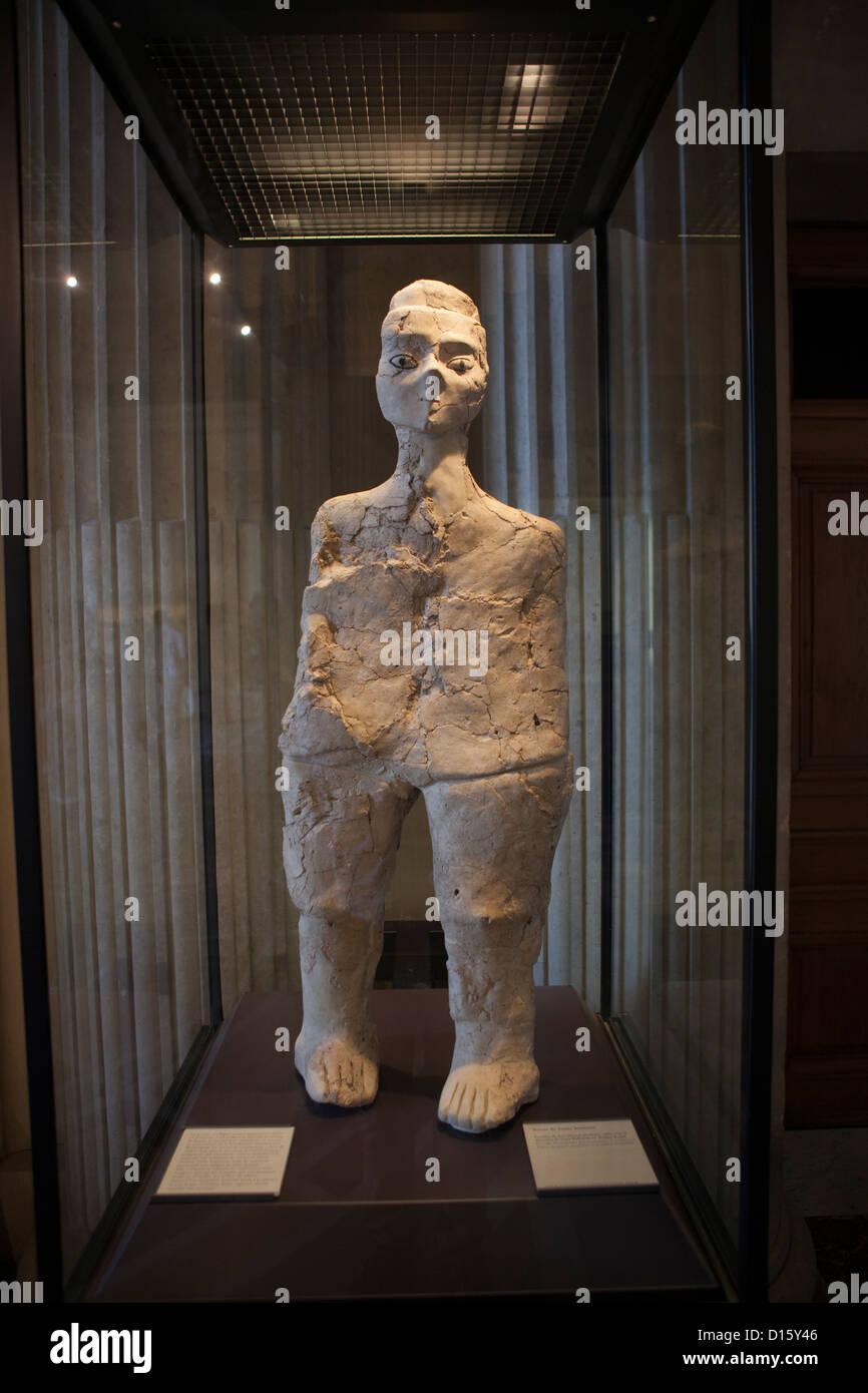Prehistoric sculpture from 'Ain Ghazal, Jordan - Musée du Louvre, Paris - Stock Image