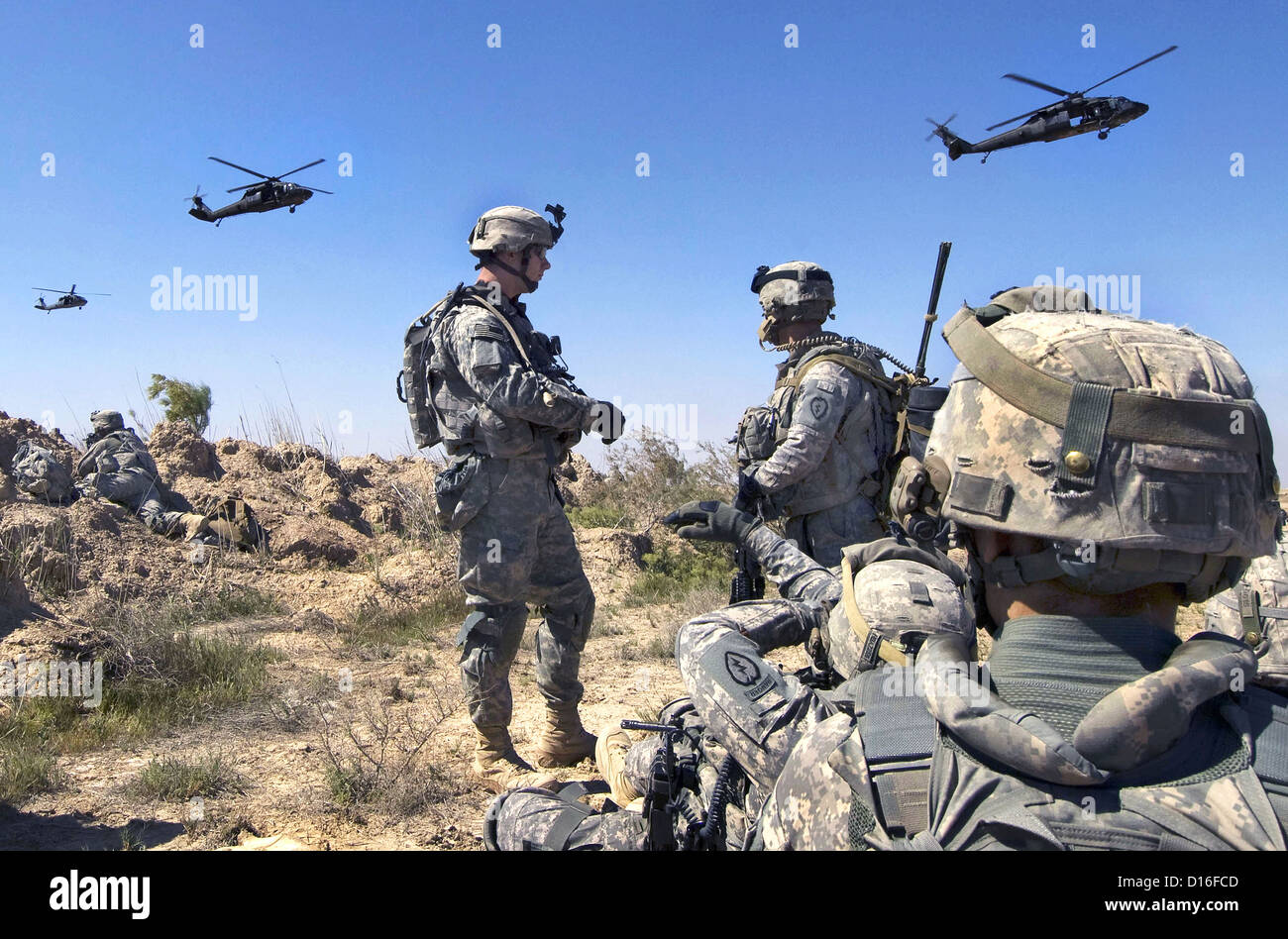 US Soldiers wait to be picked up by helicopters March 22, 2009 south of Balad Ruz, Iraq. Stock Photo