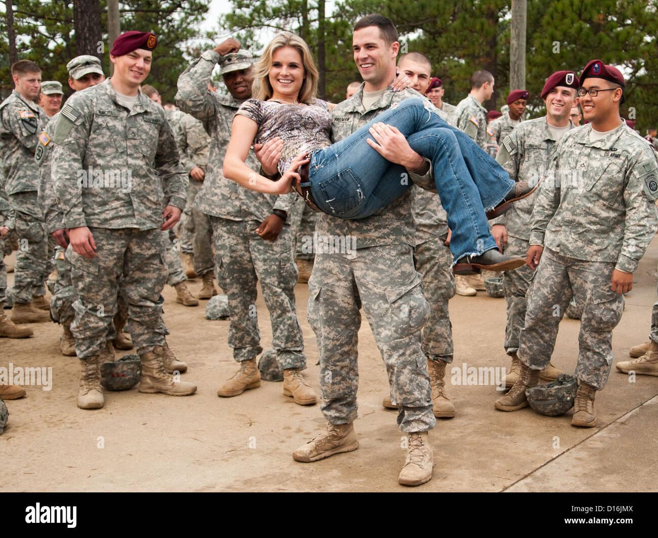 Nashville recording artist Kristy Lee Cook is swept off her feet by 2nd Lt. Jake Freeman, a native of Suwanee, Ga., - Stock Image