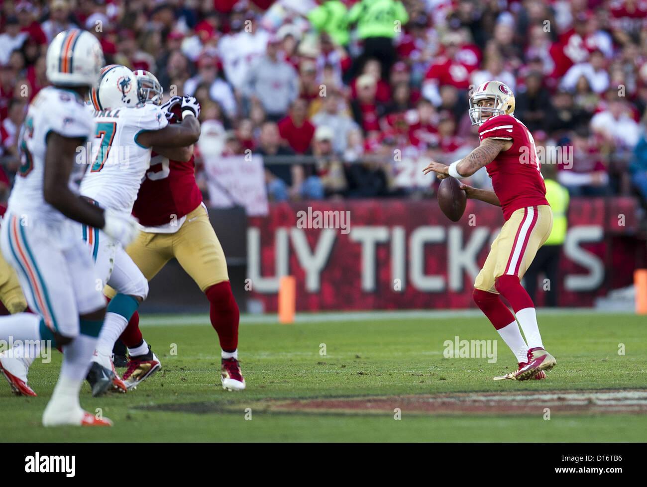 Dec. 9, 2012 - San Francisco, CA, USA - San Francisco 49ers quarterback Colin Kaepernick (7) throws pass to San - Stock Image