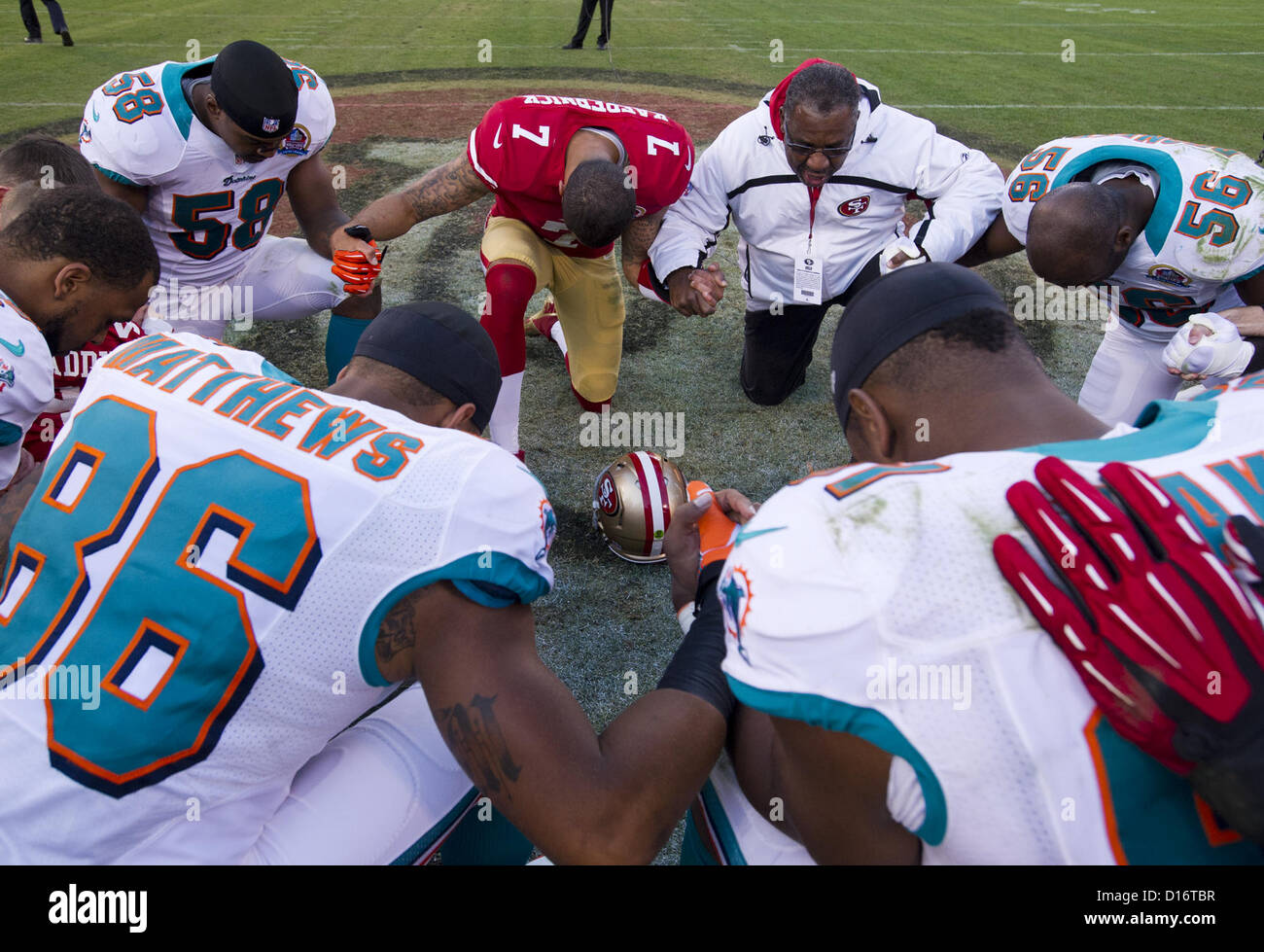 Dec. 9, 2012 - San Francisco, CA, USA - San Francisco 49ers quarterback Colin Kaepernick (7) prays with Miami Dolphins - Stock Image