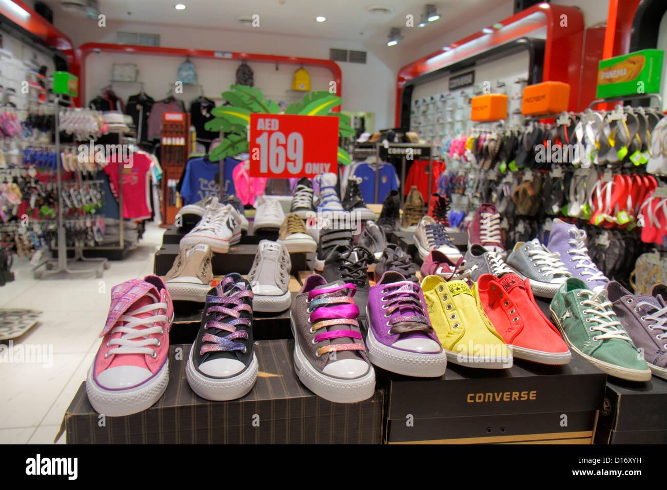 myyntipiste myytävänä uusi aito parhaiten rakastettu Dubai United Arab Emirates Shoe Stock Photos & Dubai United ...