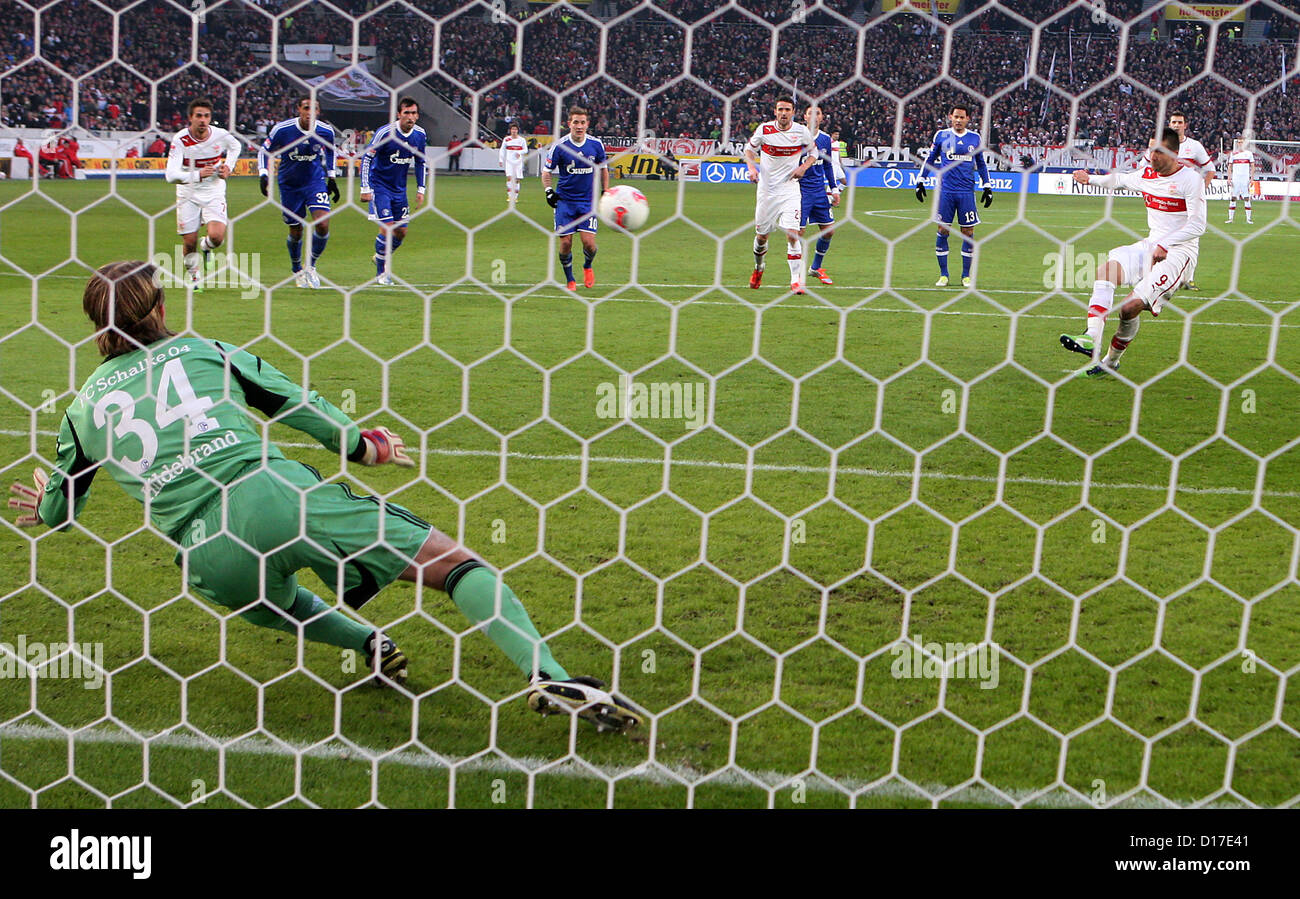 2-1 elfmeter Vedad IBISEVIC (9, VfB Stuttgart) gegen Timo HILDEBRAND (34, Tor, FC Schalke 04) 1. Bundesliga: VfB - Stock Image