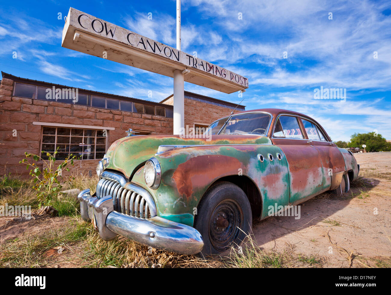 Old rusting Buick Eight american car outside the old Cow Canyon Trading Post Bluff Utah USA United States of America - Stock Image