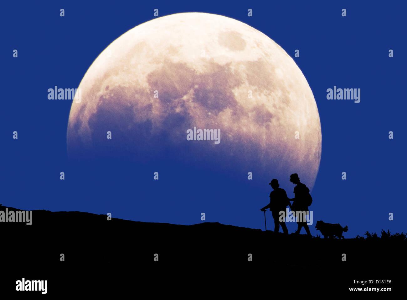 Tennyson Down, Needles, Headon Warren, Isle of Wight Walking Festival. Totland huge moonrise - Stock Image