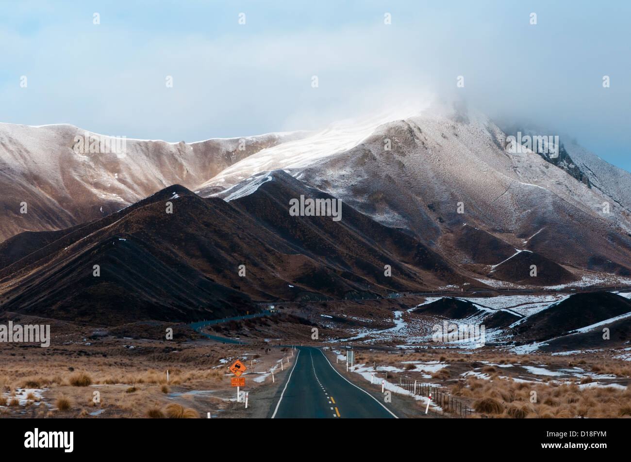 Paved mountain pass in rural landscape - Stock Image