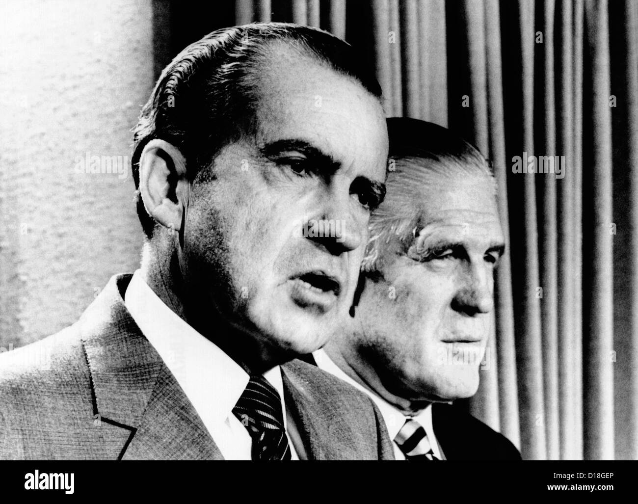 President Richard Nixon and HUD Secretary George Romney criticize the House of Representatives. Their four month Stock Photo