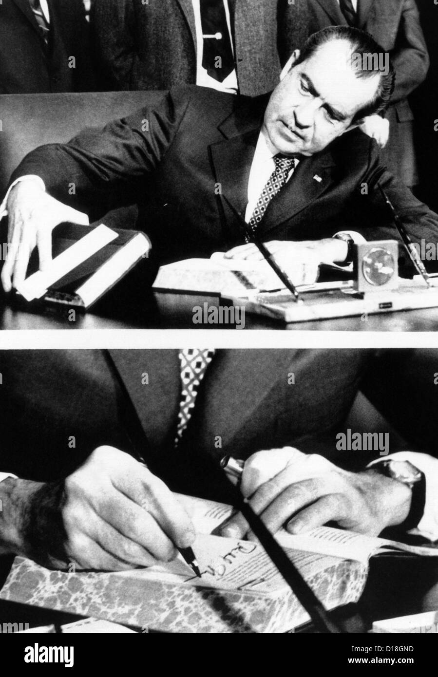 President Richard Nixon signing the budget for fiscal 1972 which he is sending to Congress. The $229.2 billion budget - Stock Image