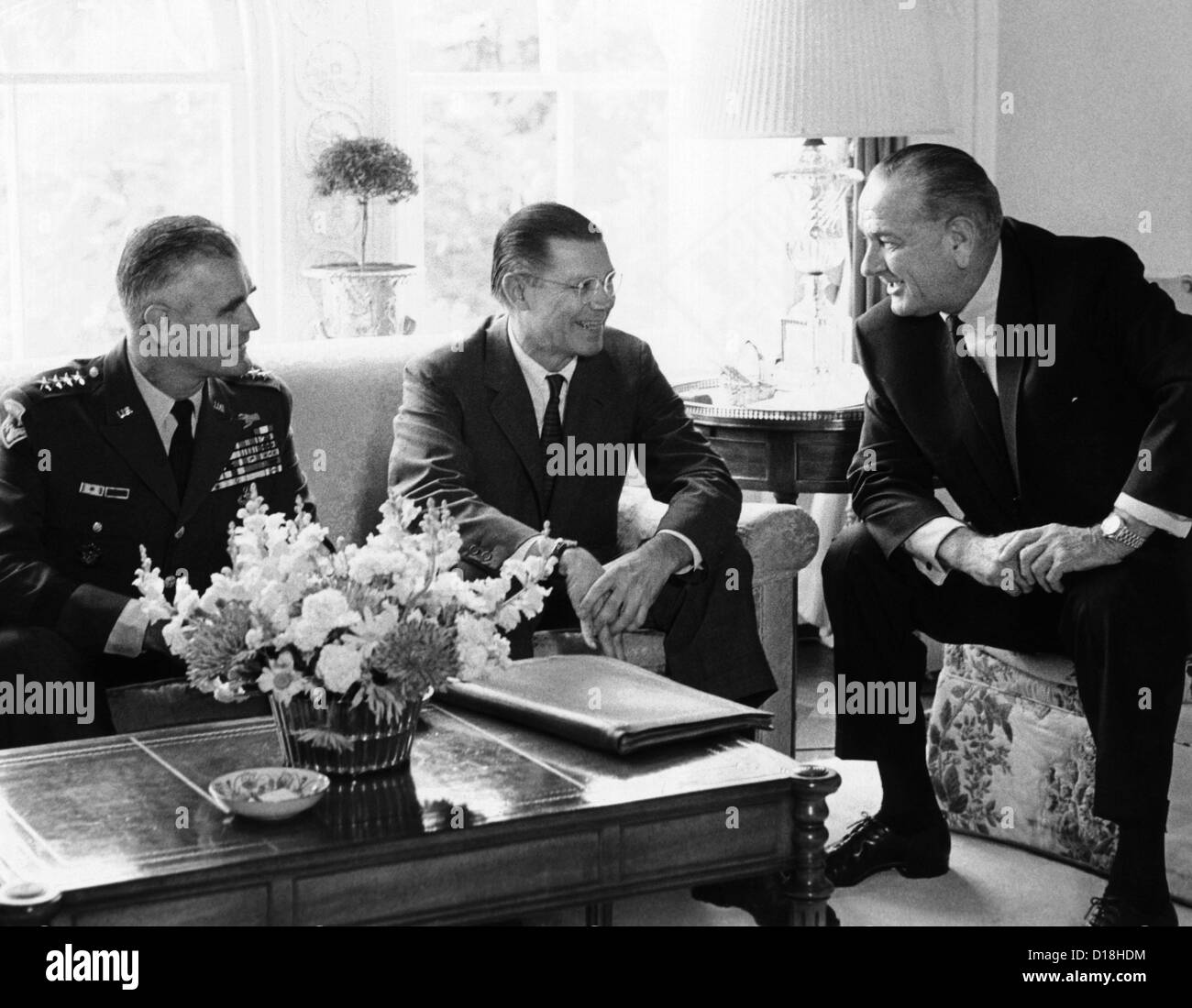 President Lyndon Johnson meeting with Gen. William Westmoreland and Defense Secretary Robert McNamara. They agreed - Stock Image