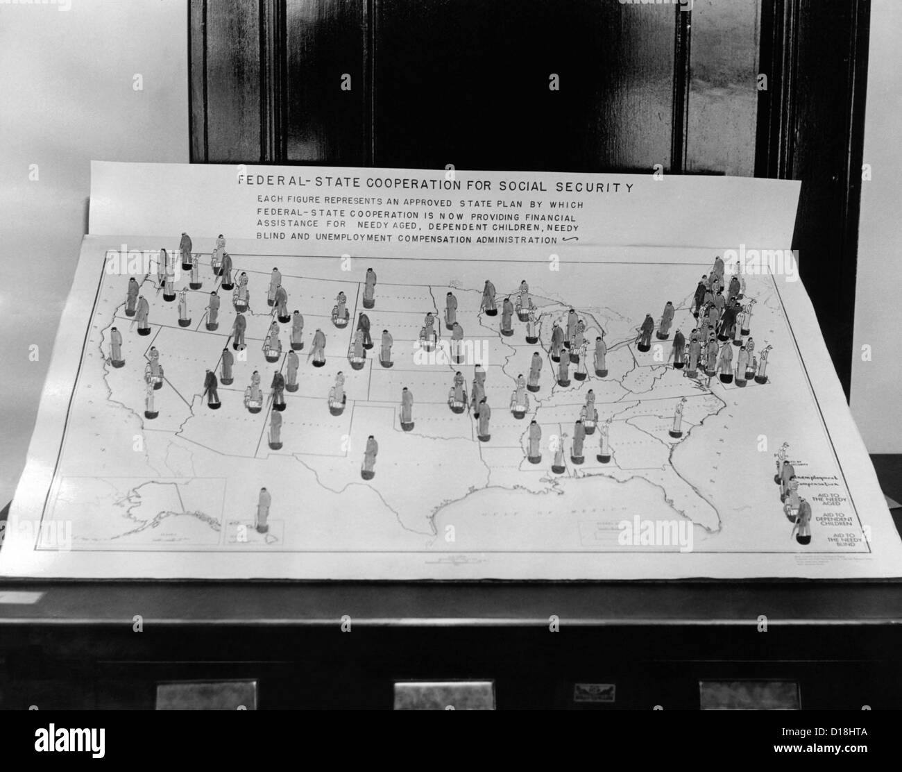 Social Security Board ready to operate. 1936 map shows figures representing an approved state plan by which Federal Stock Photo
