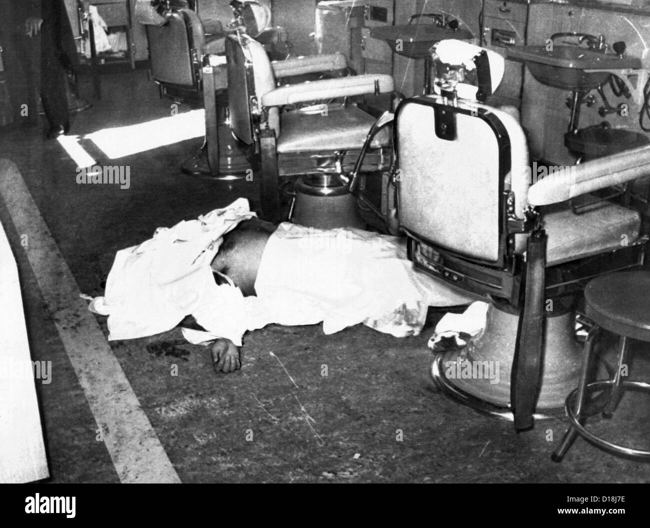 Racketeer Albert Anastasia, former 'Lord High Executioner' for 'Murder, Inc.', lies dead on the - Stock Image