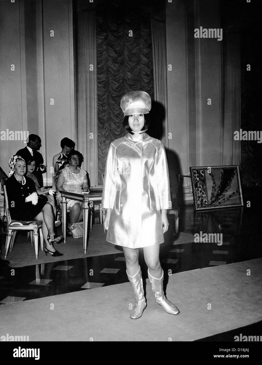 Emilio Pucci ensemble influenced by his futuristic stewardess designs for Braniff International Airways. July 1967. Stock Photo