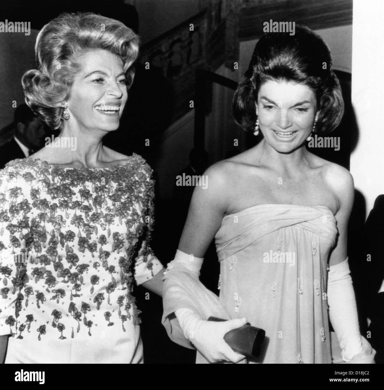 Jacqueline Kennedy with the wife of the French Ambassador, Nicole Alphand. Later in the evening they unveiled Leonardo - Stock Image