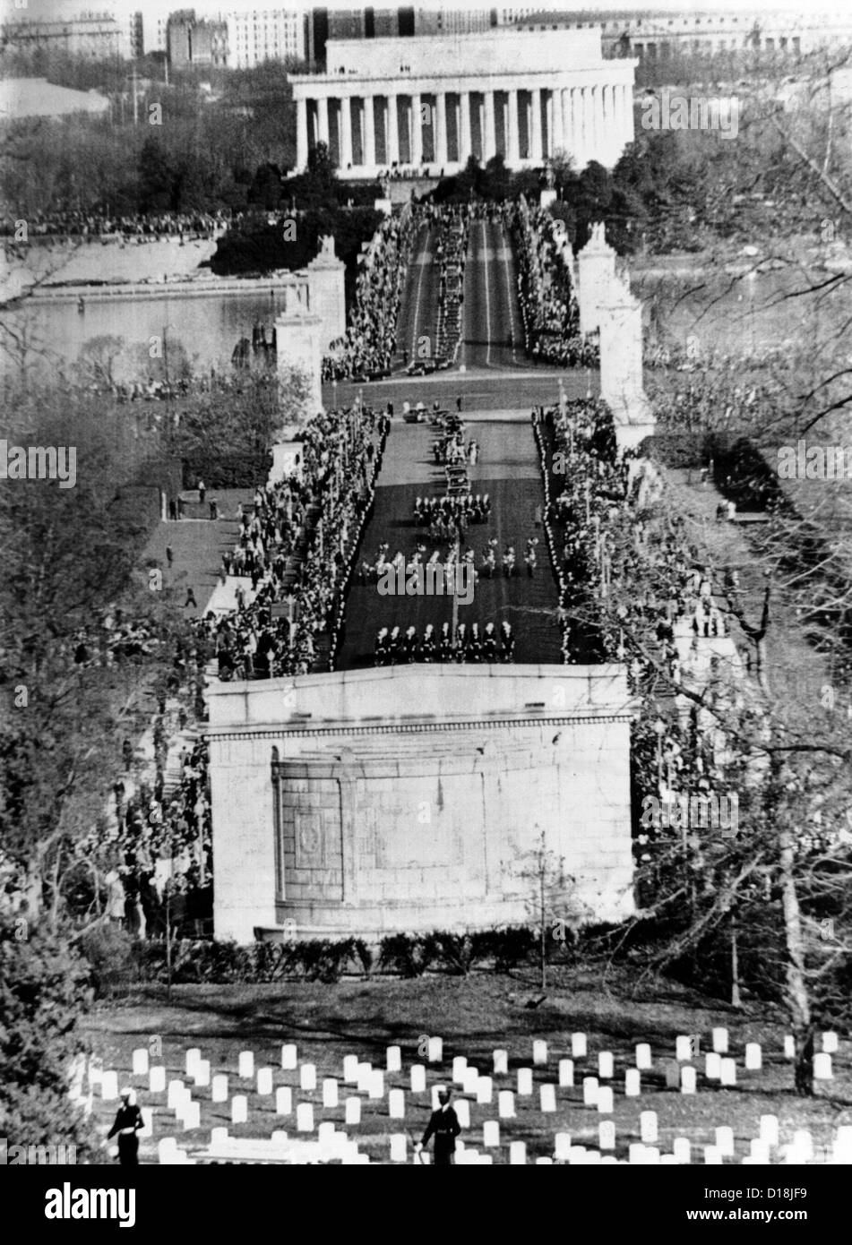 President John Kennedy's funeral procession crossing the Memorial Bridge to Arlington National Cemetery. Nov. 25, - Stock Image
