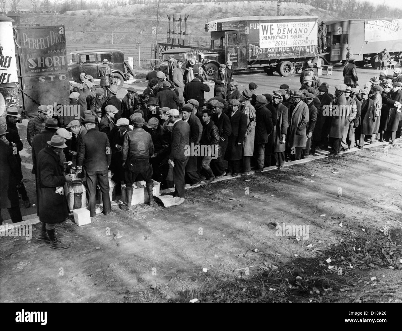 Hunger Marchers breakfast just outside Washington, D.C. On December 4, 1932, the marchers were met by 1,200 policemen - Stock Image