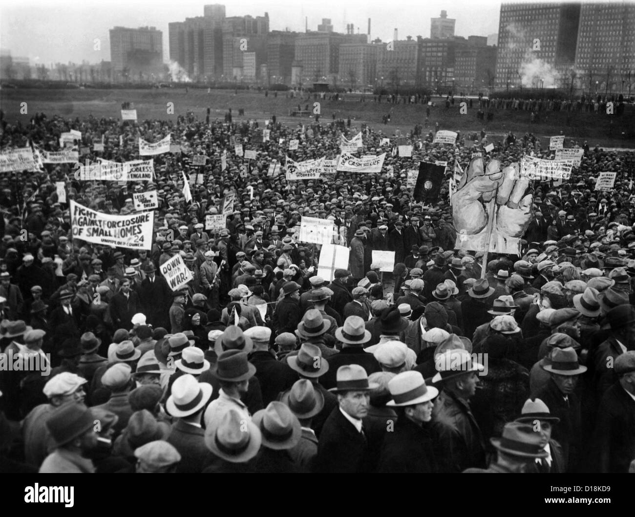 20,000 unemployed demonstrate in Chicago's Grant Park. Protest signs read, 'Fight against foreclosure of - Stock Image