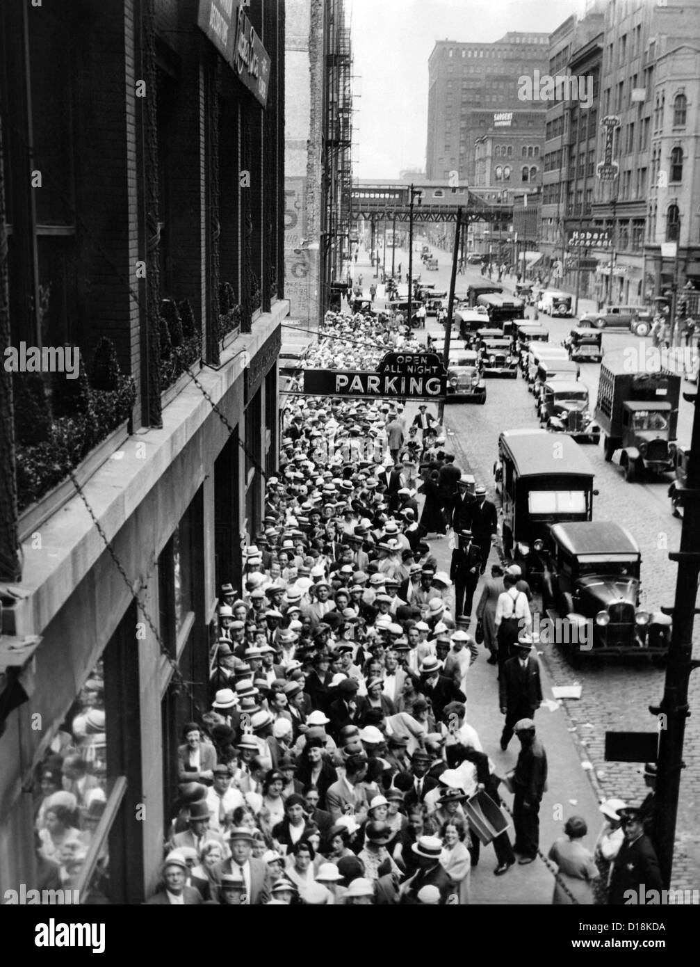 Chicago teachers were lined up for blocks on Washington Street to receive seven months back pay. Payment of $26,000,000 - Stock Image