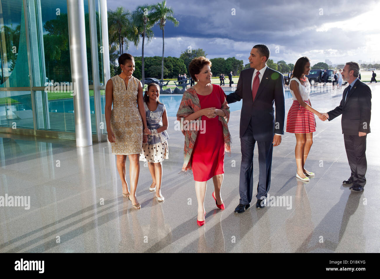 President Barack Obama walks with Brazilian President Dilma Rousseff following the arrival of First Lady Michelle - Stock Image