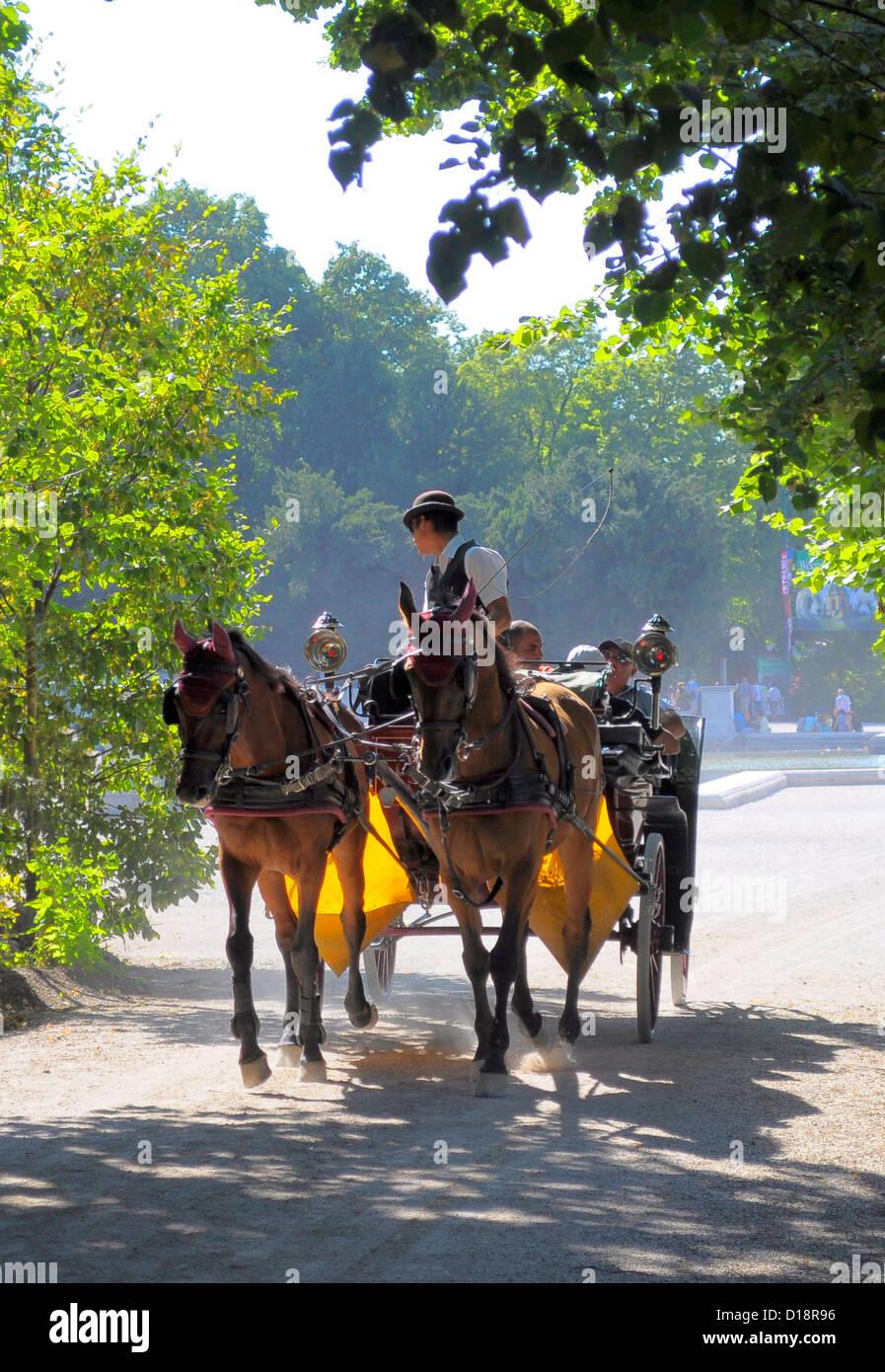 Österreich, Wien, Schloss Schönbrunn, Brunnen, im Schlosspark, Fiaker, Pferdekutsche, - Stock Image