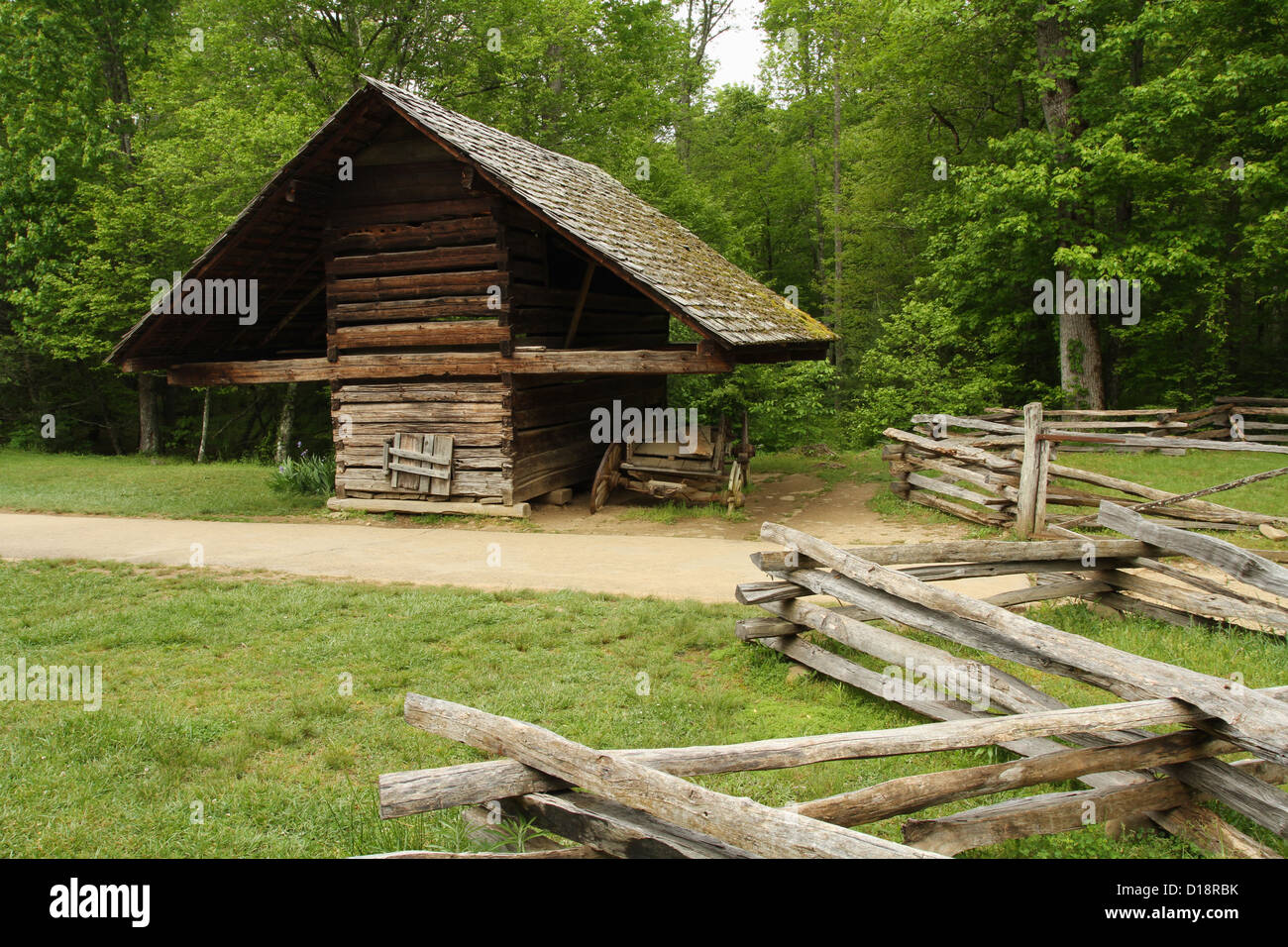 Corn Crib at Cable Mill, Cades Cove, Great Smokys National Park. Townsend, Tennessee, USA. - Stock Image