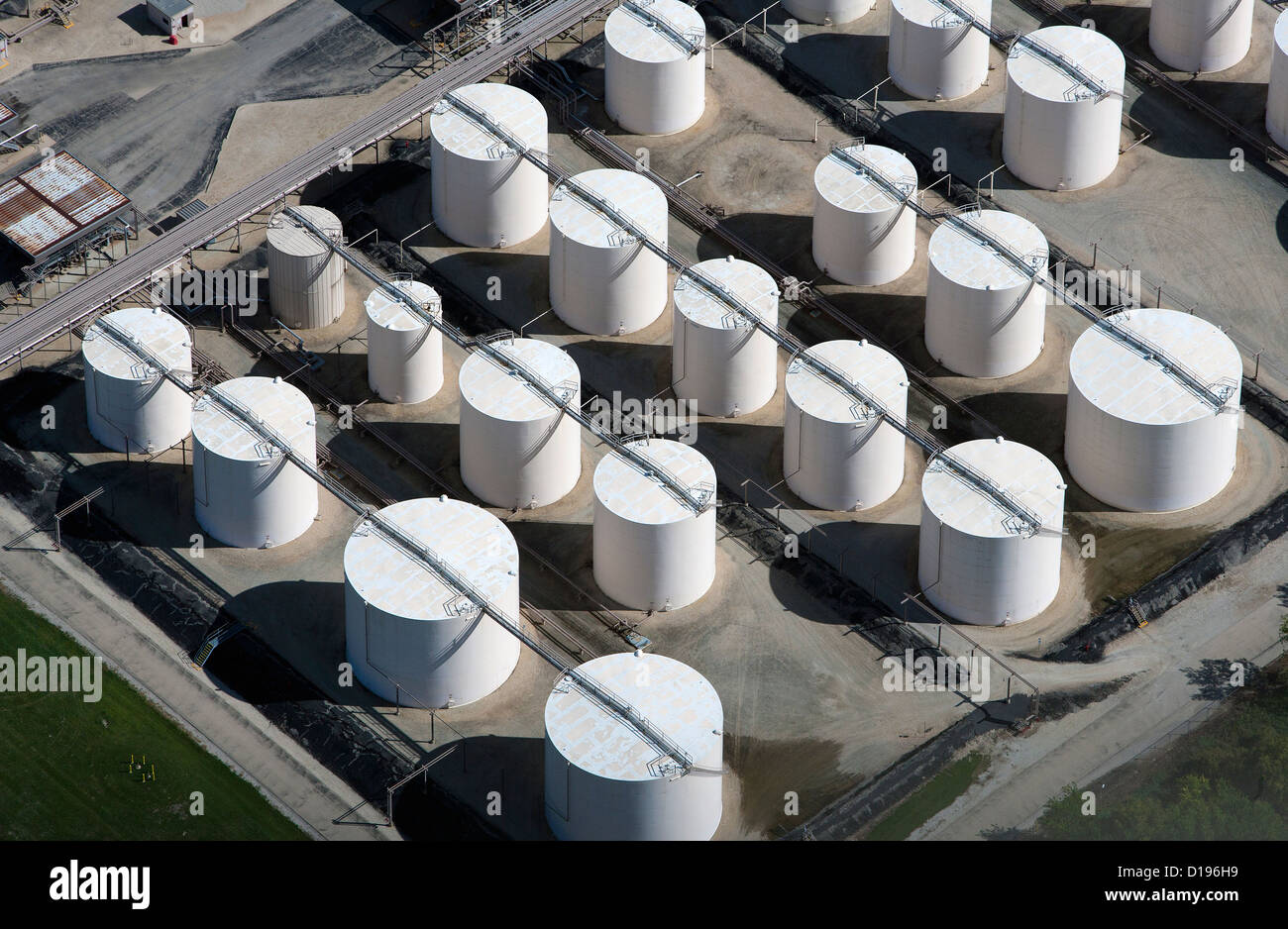 aerial photograph storage tanks Exxon Mobil refinery Joliet, Channahon, Illinois - Stock Image