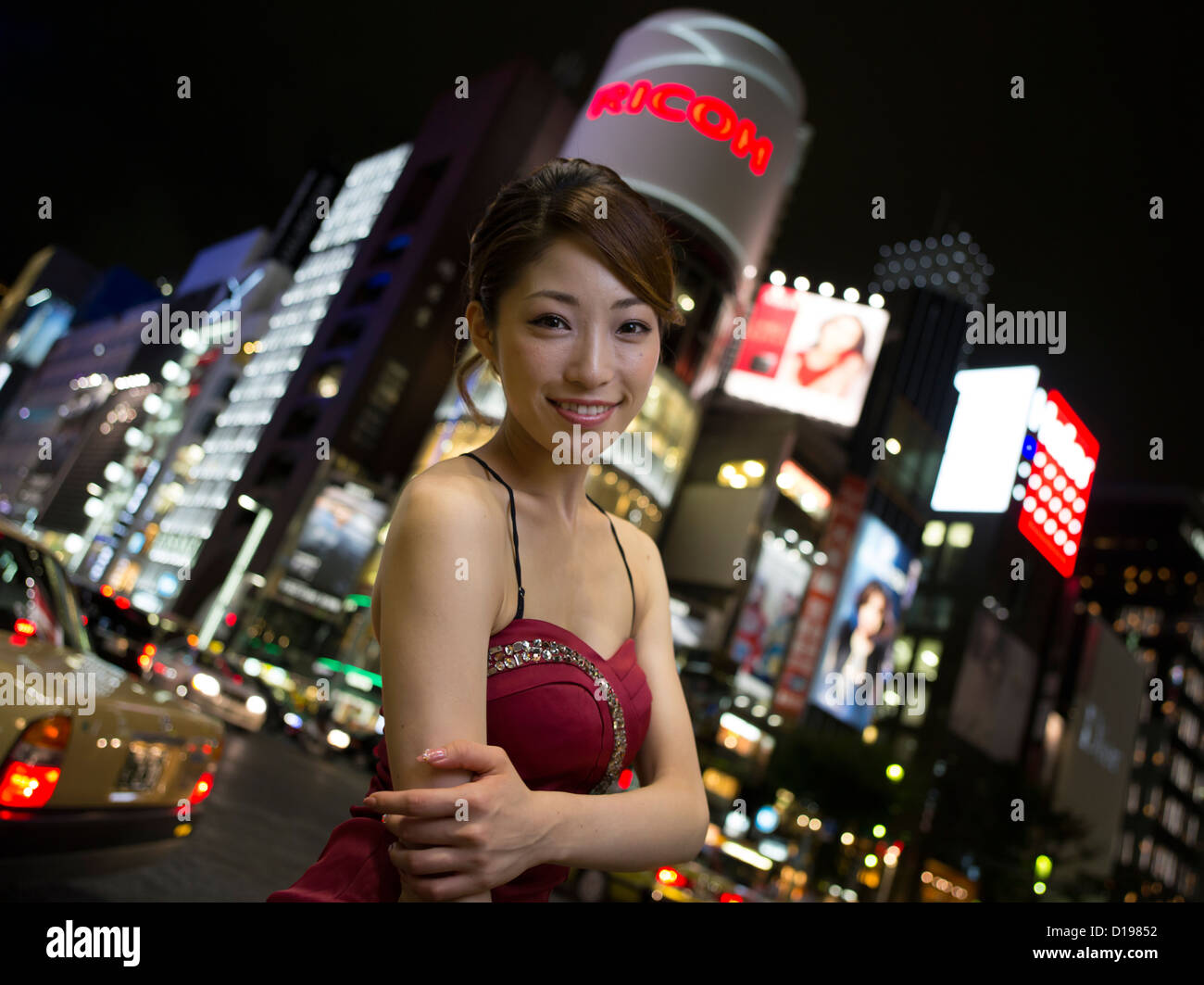 Japanese girl enjoying the shopping and nightlife of Ginza 4-chome, Tokyo, Japan - Stock Image