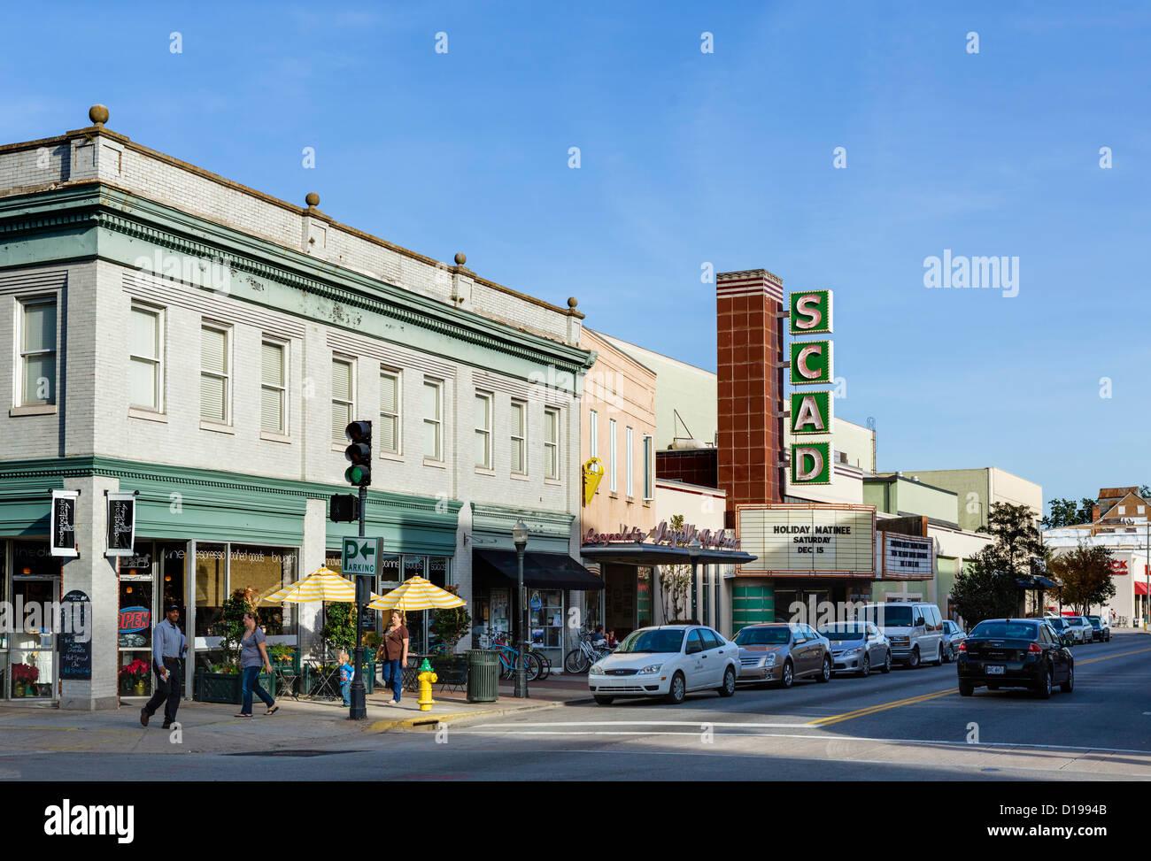 Shops on East Broughton Street in historic downtown Savannah, Georgia, USA - Stock Image