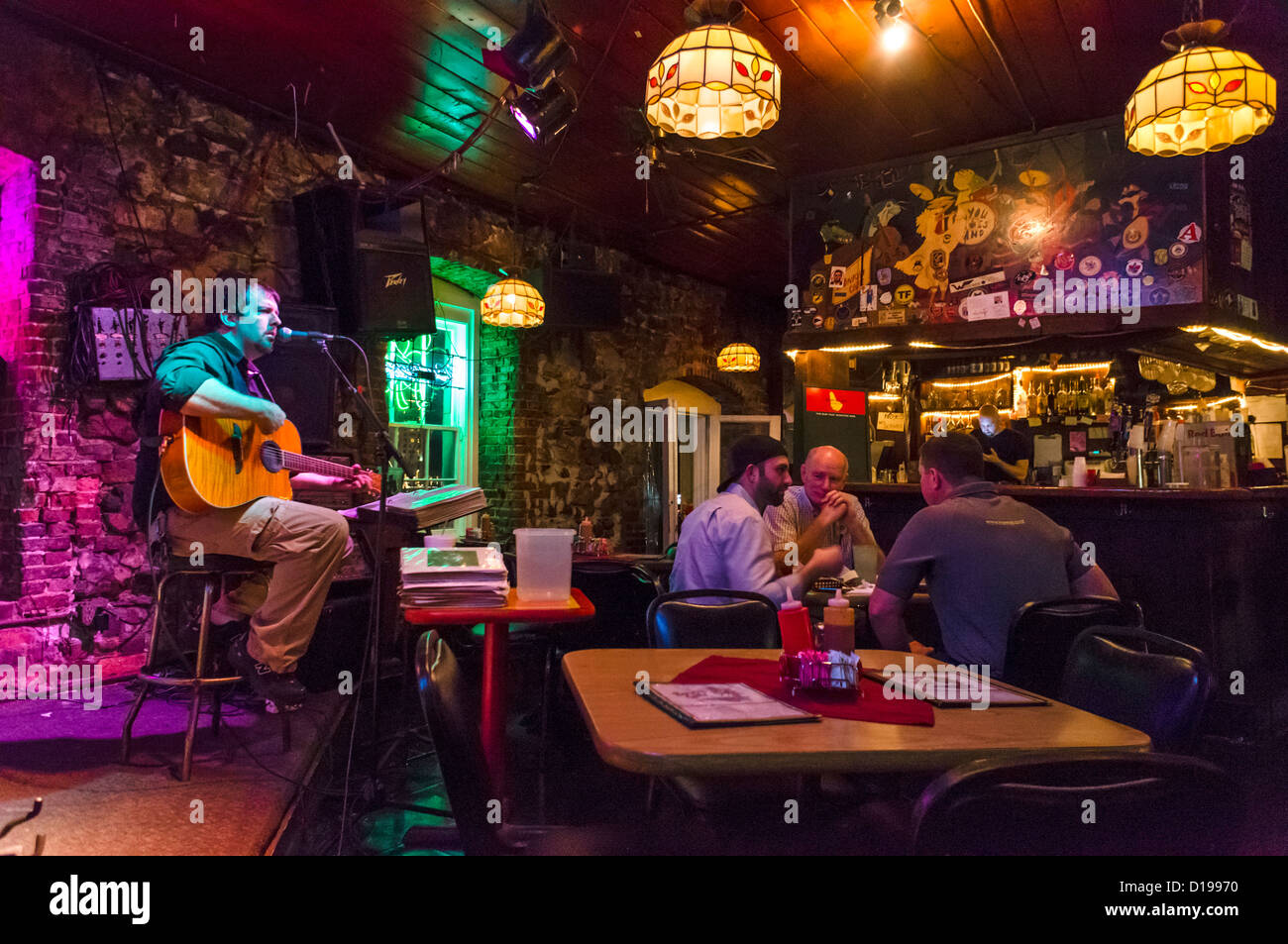 Live music in a bar on Bay Street in historic downtown Savannah, Georgia, USA - Stock Image