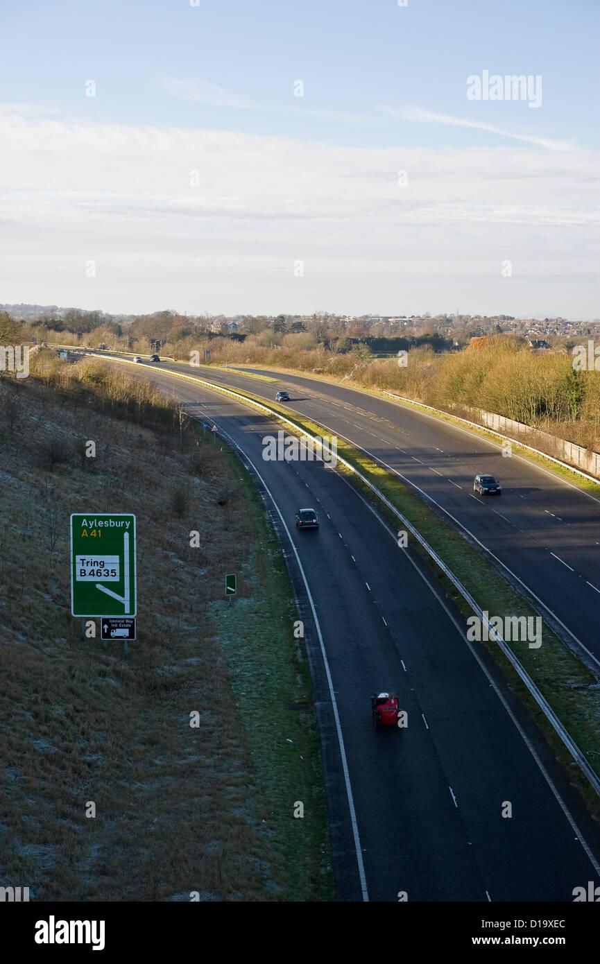 The Ridgeway National Trail crossing the A41 dual carriageway near Tring, Buckinghamshire, UK - Stock Image