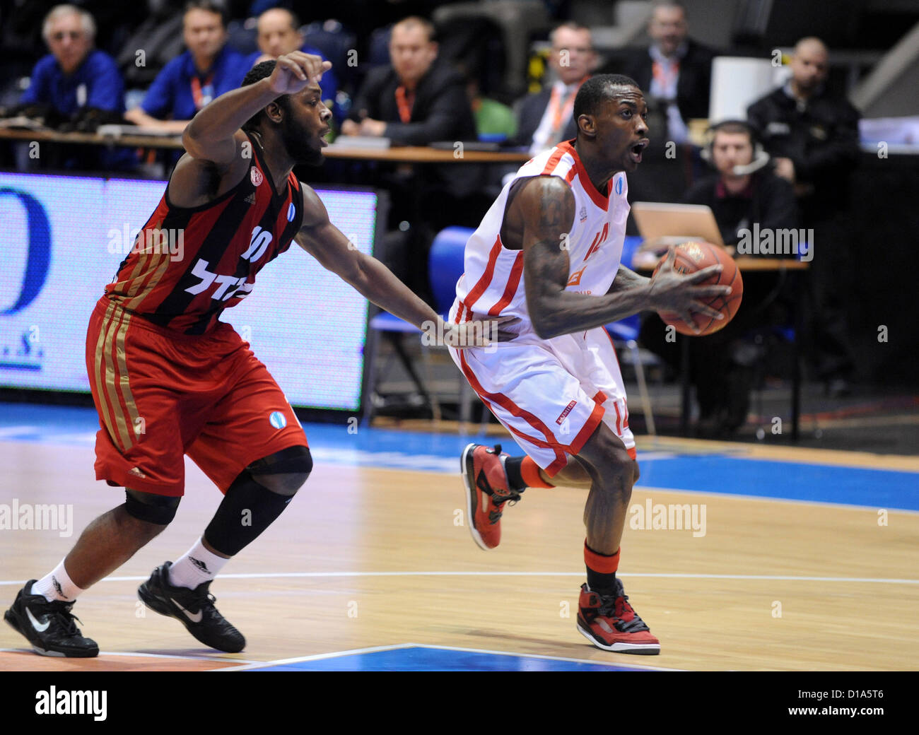 Pardubice, Czech Republic, December 12, 2012. Jacob Pullen (left) of Hapoel and Michael Taylor (right) of Nymburk - Stock Image