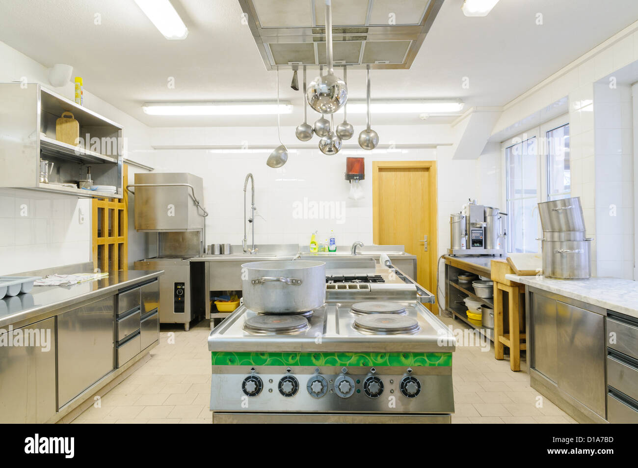 Hotel Kitchen Stock Photos & Hotel Kitchen Stock Images - Alamy