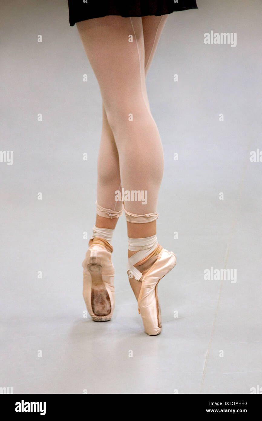 Female ballet dancer en pointe Stock Photo
