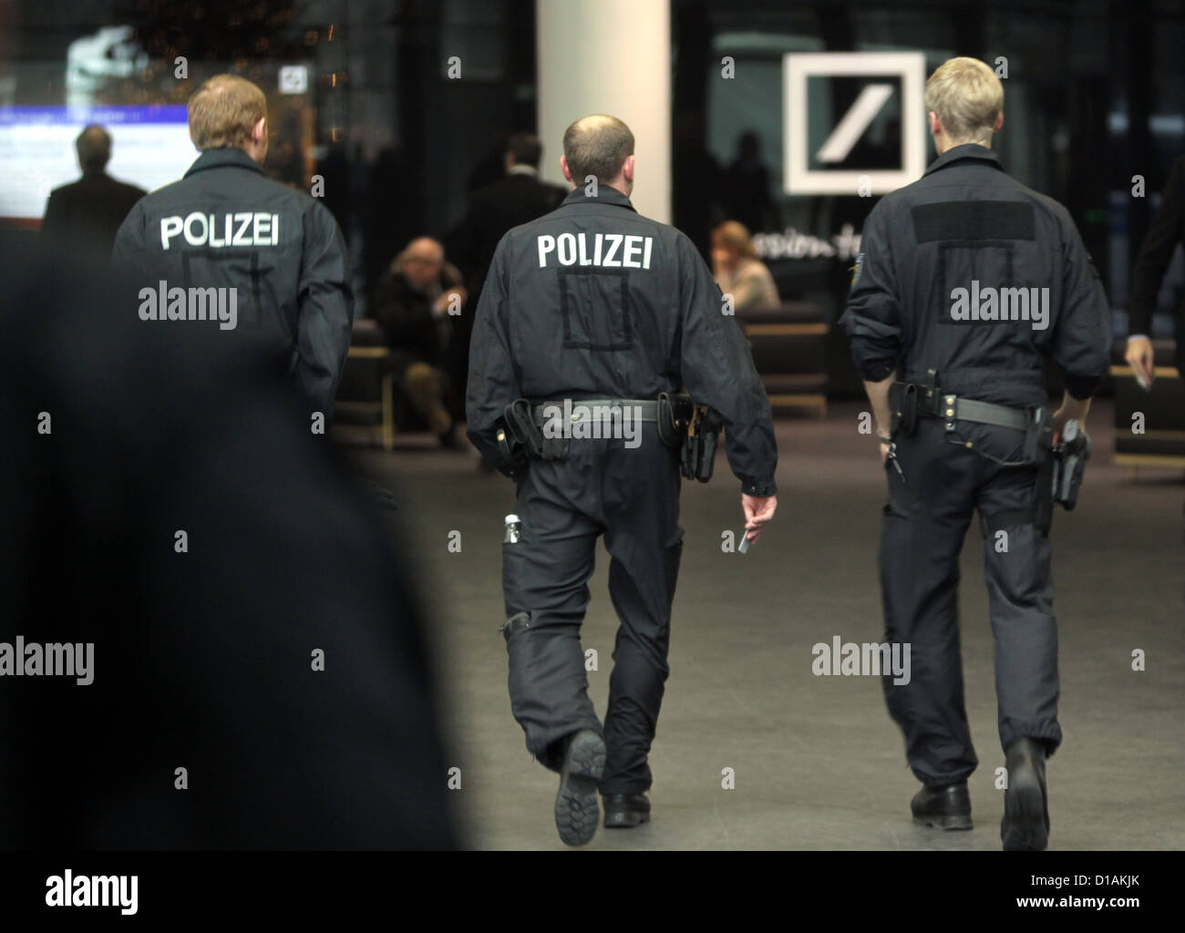 Police officers enter the head office of Deutsche Bank in Frankfurt/Main, Germany, 12 December 2012. Public Prosecution - Stock Image