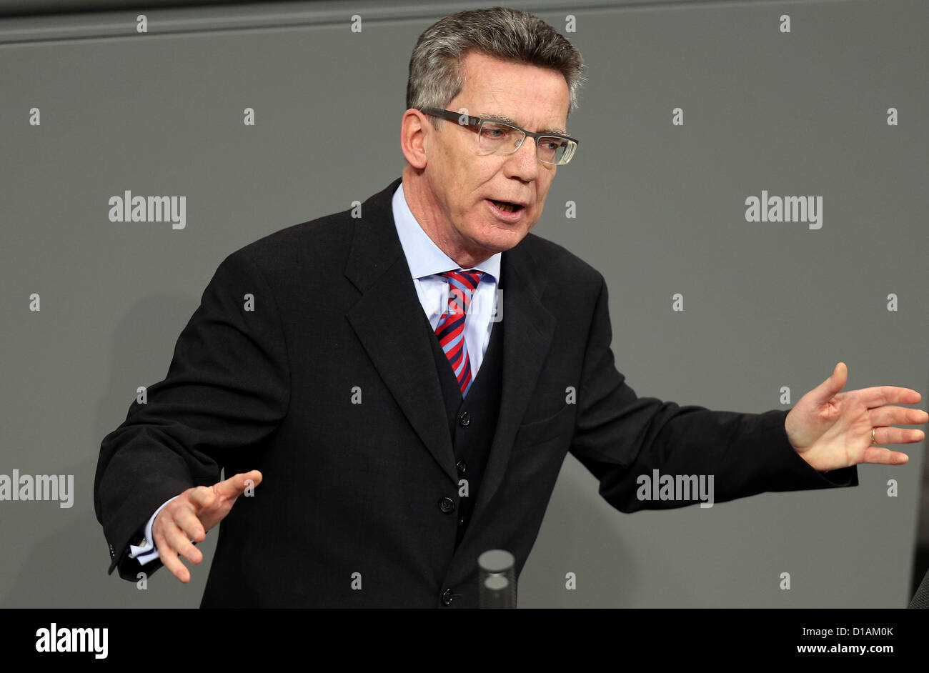 German Minister of Defence Thomas de Maiziere (CDU) speaks during the debate on a possible deployment of the German - Stock Image