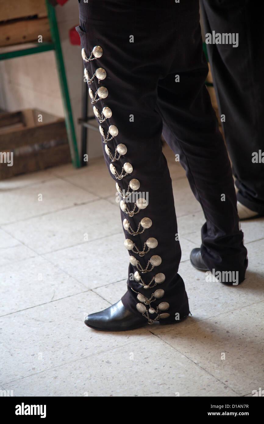 mariachi-outfit-with-botonadura-on-trouser-leg-mexico-city-df-D1AN7R.jpg