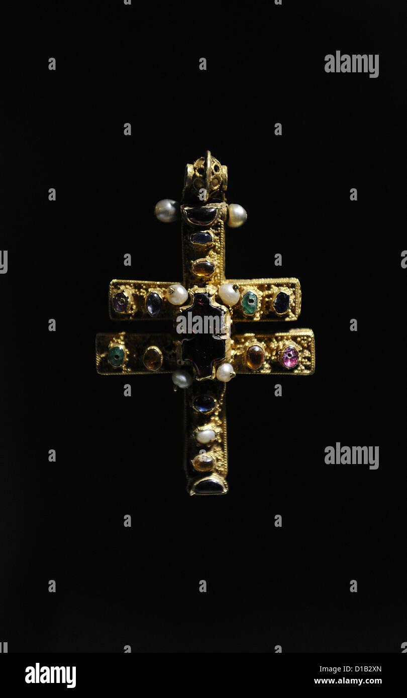 The Roskilde Cross. C.1100. Byzantine reliquary cross of gold. Roskilde Cathedral. National Museum. Copenhagen. Denmark. Stock Photo