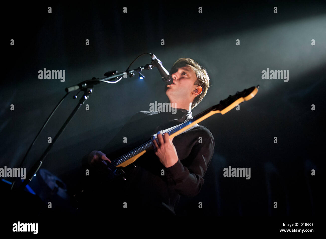 Wolverhampton, UK. 12th December 2012. Singer and bass guitar player Oliver Sim performing with his indie band The - Stock Image