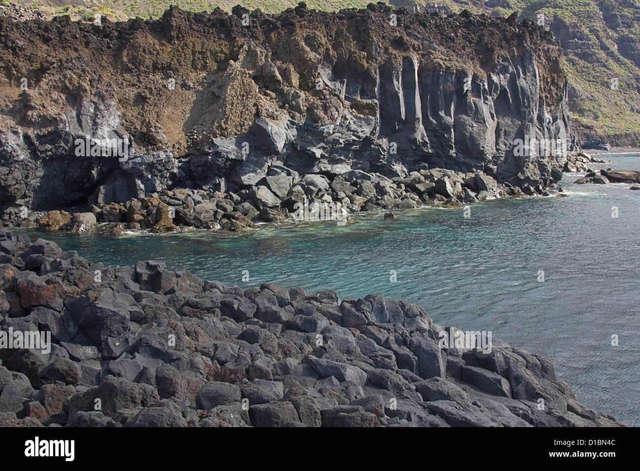 Columnar basanite and rubbly aa lava - Stock Image