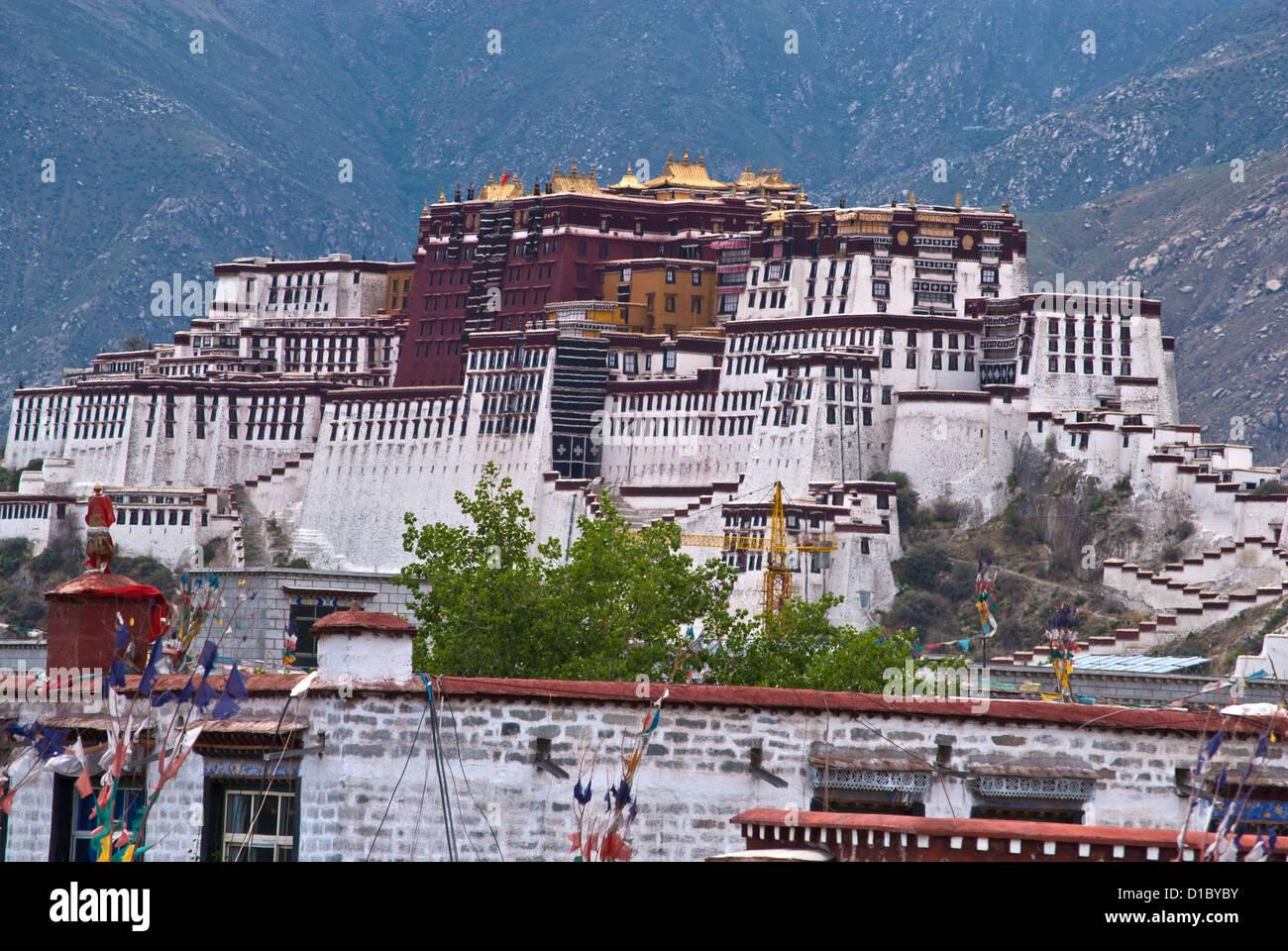 Potala palace above old town Lhasa, Tibet - Stock Image