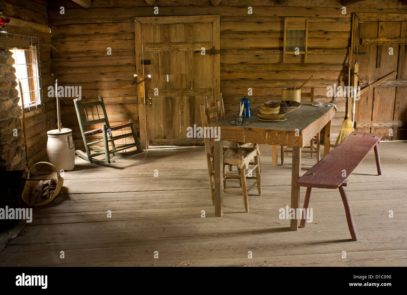 GA00140-00...GEORGIA - Interior of Meeks Cabin in General Coffee State Park. - Stock Image