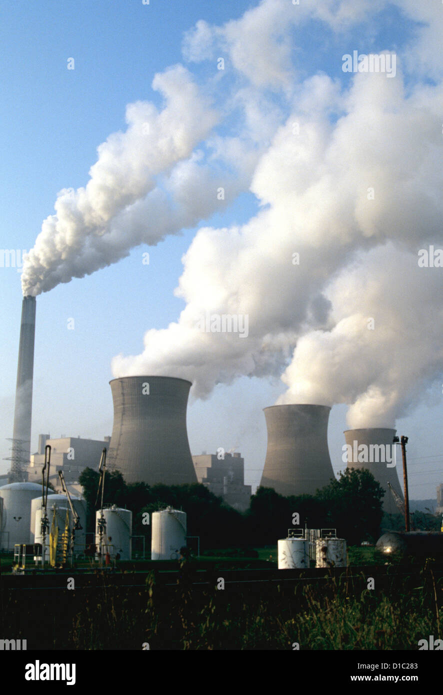 Clouds of white Smoke billow from towers of West Virginia nuclear power plant in West Virginia - Stock Image