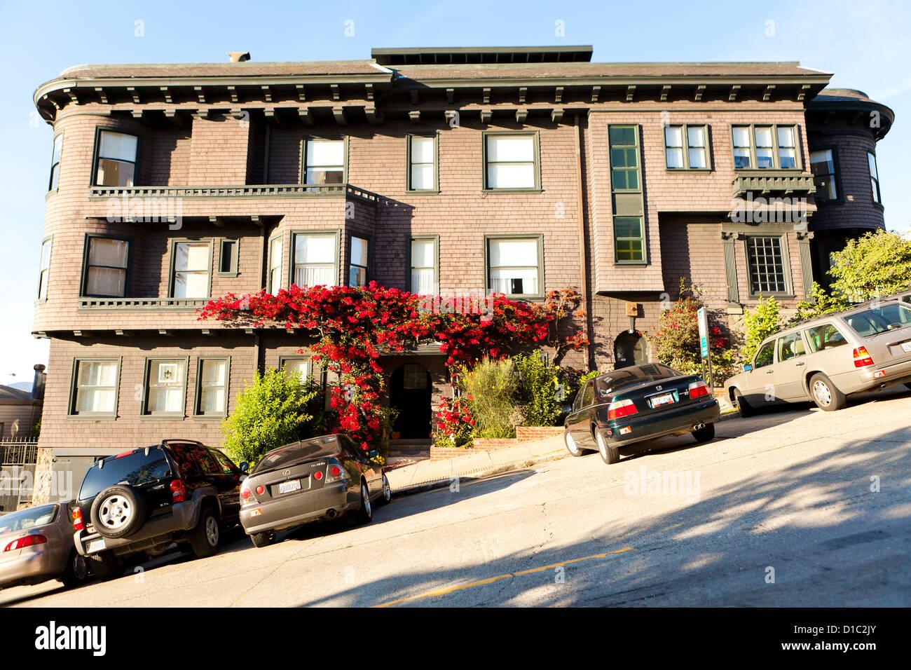 Steep grade street - San Francisco, California USA - Stock Image